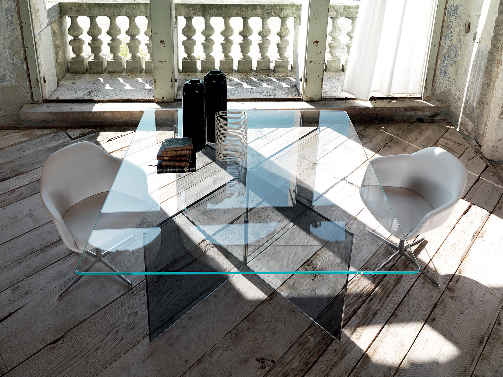 BUTTERFLY TABLE Image